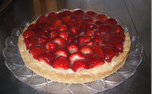 Strawberry tart, cream and jelly