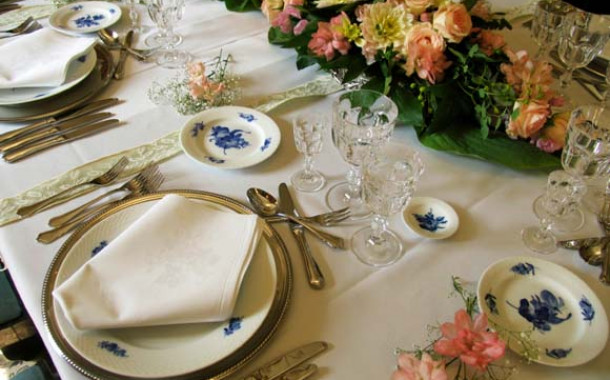 Victorian table wedding