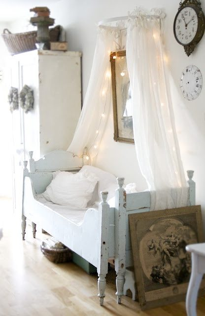 canopy-is-perfect-idea-for-a-bed-in-nursery-1675979