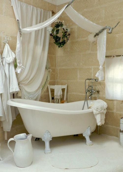 fabric-canopies-could-be-used-in-bathrooms-too-5530155