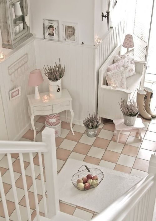old-furntiure-can-easily-make-a-hallway-look-shabby-chic-8491587